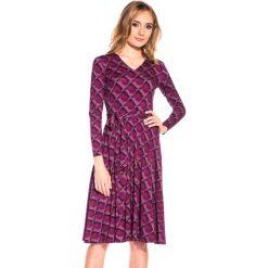 Dzianinowa sukienka z długim rękawem BIALCON. Fioletowe sukienki damskie BIALCON, z dzianiny, wizytowe, z długim rękawem. W wyprzedaży za 83.00 zł.