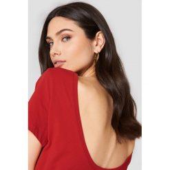 NA-KD Basic T-shirt z odkrytymi plecami - Red. Czerwone t-shirty damskie NA-KD Basic, z bawełny, z dekoltem na plecach. Za 52.95 zł.
