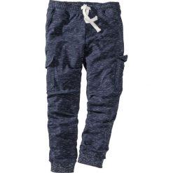 Spodnie sportowe z kieszeniami z boku nogawki bonprix ciemnoniebieski melanż. Niebieskie spodnie sportowe męskie bonprix, melanż. Za 109.99 zł.