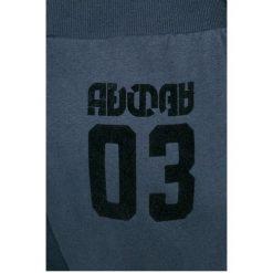 Adidas Originals - Spodnie. Szare spodnie sportowe damskie adidas Originals, z bawełny. W wyprzedaży za 159.90 zł.