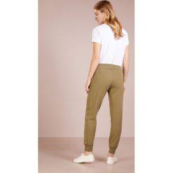 Polo Ralph Lauren MAGIC  Spodnie treningowe basic olive. Spodnie dresowe damskie Polo Ralph Lauren, z bawełny. Za 419.00 zł.