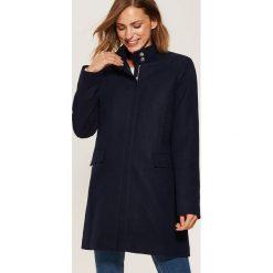 Płaszcz ze stójką - Granatowy. Płaszcze damskie marki FOUGANZA. W wyprzedaży za 99.99 zł.