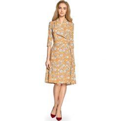 Zwiewna sukienka z wiązaniem s096. Pomarańczowe sukienki damskie Style, z nadrukiem, eleganckie. W wyprzedaży za 139.00 zł.