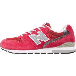 New Balance MRL996 Tenisówki i Trampki red. Trampki męskie New Balance, z materiału. W wyprzedaży za 381.75 zł.