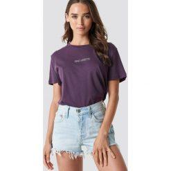NA-KD Trend T-shirt oversize Bad Habits - Purple. Fioletowe t-shirty damskie NA-KD Trend, z nadrukiem, z jersey, z okrągłym kołnierzem. Za 72.95 zł.