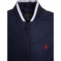 Polo Ralph Lauren VARSITY OUTERWEAR Kurtka Bomber newport navy. Kurtki i płaszcze dla chłopców Polo Ralph Lauren, z bawełny. Za 439.00 zł.