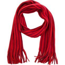 Szal NEW BALANCE - MA834004 RDW. Czerwone szaliki i chusty damskie New Balance, z materiału. Za 99.99 zł.