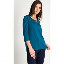 Zielona bluzka z kokardką QUIOSQUE. Zielone bluzki damskie QUIOSQUE, z dzianiny, klasyczne, z kokardą. Za 139.99 zł.