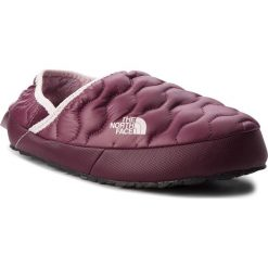 Kapcie THE NORTH FACE - Thermoball Traction Mule IV T9331F5UF Shiny Fig/Burnished Lilac. Fioletowe kapcie damskie The North Face, z gumy. Za 199.00 zł.