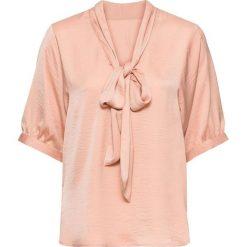 Bluzka oversize z krawatką bonprix różowy. Czerwone bluzki damskie bonprix, z dekoltem w serek, z długim rękawem. Za 74.99 zł.