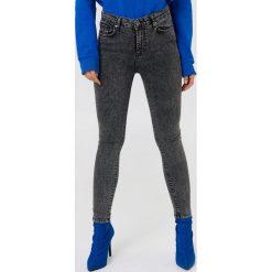 Trendyol Jeansy rurki z wysokim stanem - Black,Grey. Czarne jeansy damskie Trendyol. W wyprzedaży za 80.98 zł.