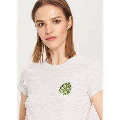 T-shirt z wyhaftowanym wzorem - Jasny szar. Szare t-shirty damskie Reserved. Za 39.99 zł.