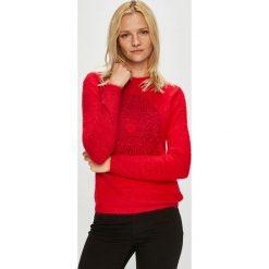 Desigual - Sweter. Czerwone swetry damskie Desigual, z dzianiny, z okrągłym kołnierzem. Za 399.90 zł.