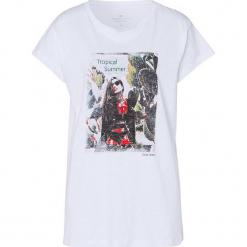 Koszulka w kolorze białym. Białe t-shirty damskie Cross Jeans, z nadrukiem, z bawełny, z okrągłym kołnierzem. W wyprzedaży za 36.95 zł.