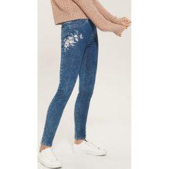 Jegginsy z haftem - Niebieski. Niebieskie legginsy damskie House, z haftami, z jeansu. Za 79.99 zł.