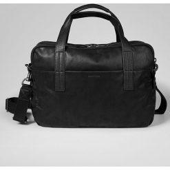 Skórzana torba w kolorze czarnym na laptop - 43 x 42 x 13 cm. Torby na laptopa męskie Marc O' Polo, w paski, z materiału. W wyprzedaży za 478.95 zł.