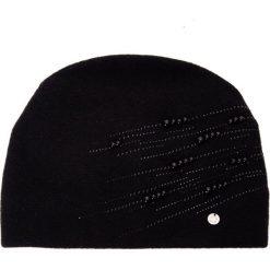 Czarna czapka z perełkami QUIOSQUE. Czarne czapki i kapelusze damskie QUIOSQUE, z poliamidu. Za 119.99 zł.