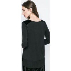 Dkny - Bluzka piżamowa. Czarne piżamy damskie DKNY, z elastanu, z długim rękawem. W wyprzedaży za 99.90 zł.