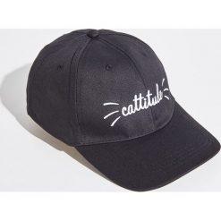 Czapka z daszkiem Cattitude - Czarny. Czarne czapki i kapelusze damskie marki Sinsay. W wyprzedaży za 9.99 zł.