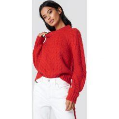 Samsoe & Samsoe Sweter Carola O-N - Red. Czerwone swetry damskie Samsøe & Samsøe, z dzianiny, z okrągłym kołnierzem. Za 647.95 zł.