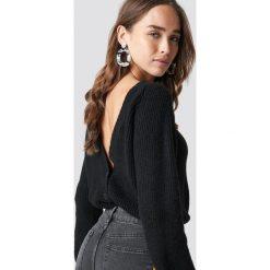 NA-KD Trend Sweter z odkrytymi plecami - Black. Czarne swetry damskie NA-KD Trend, z dzianiny, dekolt w kształcie v. Za 161.95 zł.