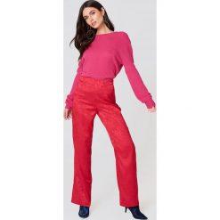 NA-KD Trend Dzianinowy sweter z kopertowym tyłem - Pink. Swetry damskie NA-KD, z dzianiny, z kopertowym dekoltem. Za 121.95 zł.