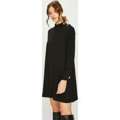 Answear - Sukienka. Czarne sukienki damskie ANSWEAR, z poliesteru, casualowe, z okrągłym kołnierzem, z długim rękawem. Za 149.90 zł.