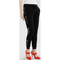 Liu Jo Jeans MILENA Spodnie treningowe black. Spodnie dresowe damskie Liu Jo Jeans. W wyprzedaży za 413.10 zł.