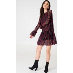 NA-KD Siateczkowa sukienka z okrągłym dekoltem - Multicolor. Sukienki damskie NA-KD Trend, z okrągłym kołnierzem. W wyprzedaży za 48.78 zł.