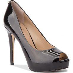 Szpilki GUESS - FLHA14 PAF07 BLACK. Czarne szpilki damskie Guess, ze skóry ekologicznej. W wyprzedaży za 439.00 zł.
