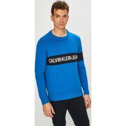 Calvin Klein Jeans - Sweter. Niebieskie swetry przez głowę męskie Calvin Klein Jeans, z bawełny, z okrągłym kołnierzem. Za 539.90 zł.