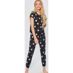 Piżama Mickey Mouse - Czarny. Czarne piżamy damskie Sinsay, z motywem z bajki. Za 69.99 zł.
