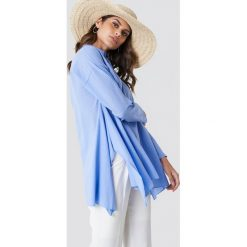 Trendyol Asymetryczna tunika z rozcięciami - Blue. Niebieskie tuniki damskie Trendyol, z asymetrycznym kołnierzem, z długim rękawem. W wyprzedaży za 70.98 zł.