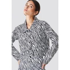 NA-KD Trend Kurtka jeansowa Zebra - Black,White. Białe kurtki damskie NA-KD Trend, z motywem zwierzęcym, z jeansu. Za 323.95 zł.