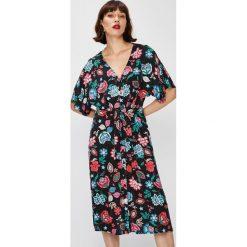 Answear - Sukienka Falling In Autumn. Czarne sukienki damskie ANSWEAR, z tkaniny, casualowe. W wyprzedaży za 89.90 zł.