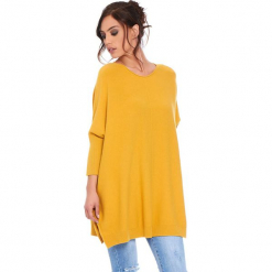 """Sweter """"Lacy"""" w kolorze musztardowym. Żółte swetry damskie Cosy Winter, ze splotem, z asymetrycznym kołnierzem. W wyprzedaży za 181.95 zł."""