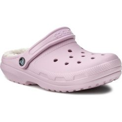 Klapki CROCS - Classic Lined Clog 203591 Ballerina Pink/Oatmeal. Czerwone klapki damskie Crocs, z materiału. W wyprzedaży za 169.00 zł.