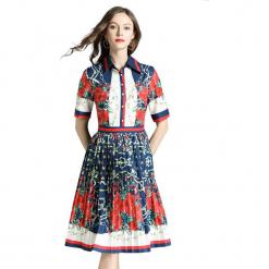 Sukienka w kolorze biało-czerwono-granatowym. Białe sukienki damskie Ostatnie sztuki w niskich cenach, z klasycznym kołnierzykiem. W wyprzedaży za 149.95 zł.