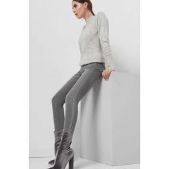 Jeansy skinny z lampasem. Szare jeansy damskie Orsay. Za 99.99 zł.