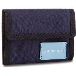Duży Portfel Męski CALVIN KLEIN JEANS - Sp Essential + Canvas Billfold K40K400841 453. Niebieskie portfele męskie Calvin Klein Jeans, z jeansu. Za 179.00 zł.