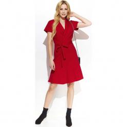 Czerwona Rozkloszowana Sukienka z Kopertowym Dekoltem Przewiązana Paskiem. Czerwone sukienki damskie Molly.pl, biznesowe, z kopertowym dekoltem, z krótkim rękawem. Za 128.90 zł.