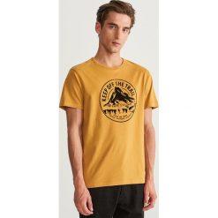 T-shirt z nadrukiem - Żółty. T-shirty męskie marki Giacomo Conti. W wyprzedaży za 24.99 zł.