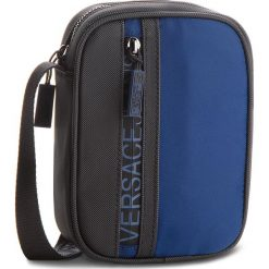 Saszetka VERSACE JEANS - E1YSBB31-70724  240. Niebieskie saszetki męskie Versace Jeans, z jeansu, młodzieżowe. W wyprzedaży za 289.00 zł.