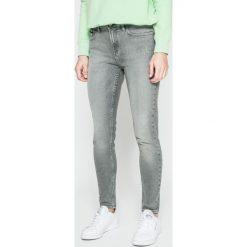 Calvin Klein Jeans - Jeansy. Szare jeansy damskie Calvin Klein Jeans. W wyprzedaży za 299.90 zł.
