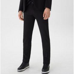 Spodnie garniturowe slim fit - Czarny. Eleganckie spodnie męskie marki Giacomo Conti. Za 129.99 zł.