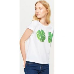 Koszulka z motywem liścia - Biały. T-shirty damskie marki DOMYOS. W wyprzedaży za 14.99 zł.