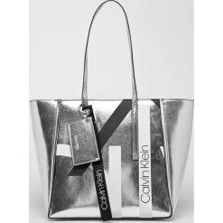 Calvin Klein - Torebka. Szare torby na ramię damskie Calvin Klein. Za 579.90 zł.