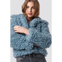 NA-KD Kurtka Curly Faux Fur - Blue. Niebieskie kurtki damskie NA-KD Trend, z materiału. Za 323.95 zł.