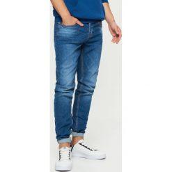 Jeansy COMFORT - Granatowy. Niebieskie jeansy męskie Cropp. Za 119.99 zł.