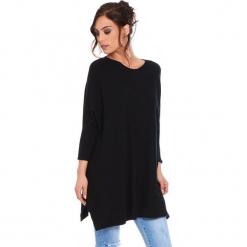 """Sweter """"Lacy"""" w kolorze czarnym. Czarne swetry damskie Cosy Winter, ze splotem, z asymetrycznym kołnierzem. W wyprzedaży za 181.95 zł."""